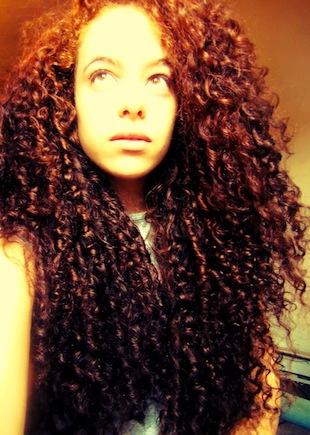 Inspiration cheveux bouclés très longs – Ana